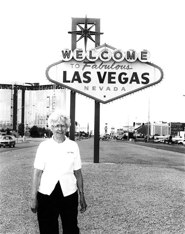 Las Vegas sign Betty Willis, 1998